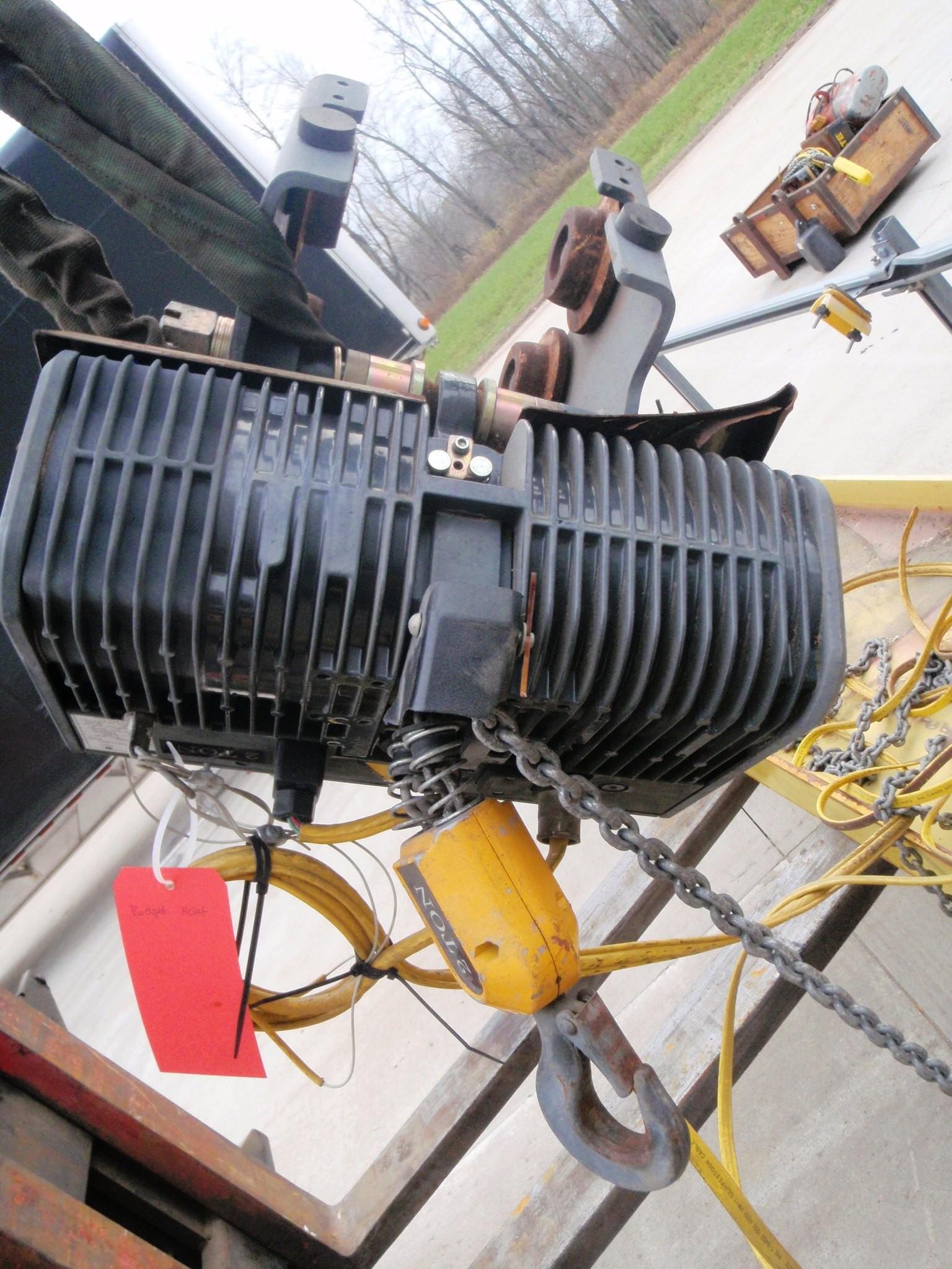 R&M 2 Ton Hoist with Pendant Control Model LM10200017P16S2C